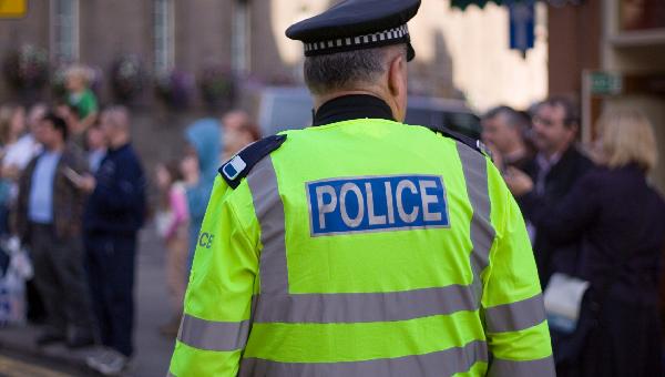 Image pour l'enquête Faut-il + d'effectif de police dans les villes ?